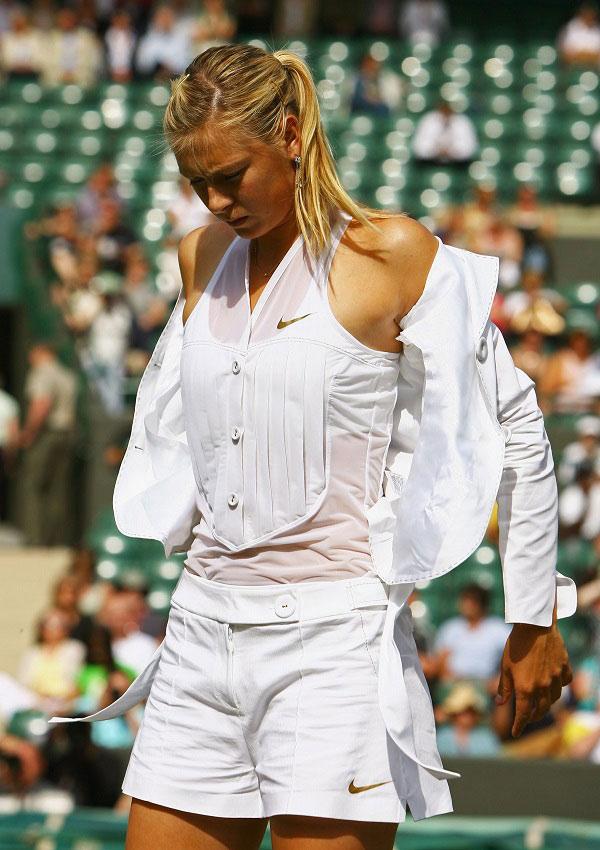 Venus, Serena Williams mặc hớ hênh, khó hiểu nhất Wimbledon - 8