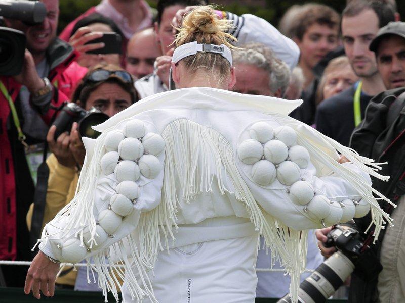 Venus, Serena Williams mặc hớ hênh, khó hiểu nhất Wimbledon - 10