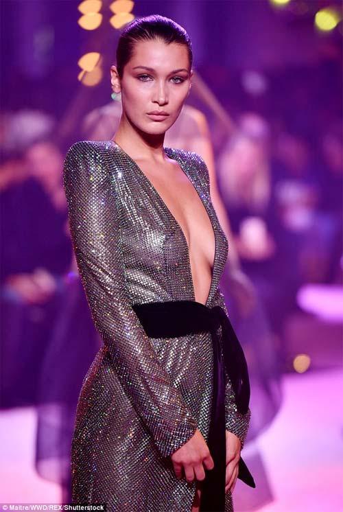 Hot girl Hollywood mặc như không trên sàn diễn - 4