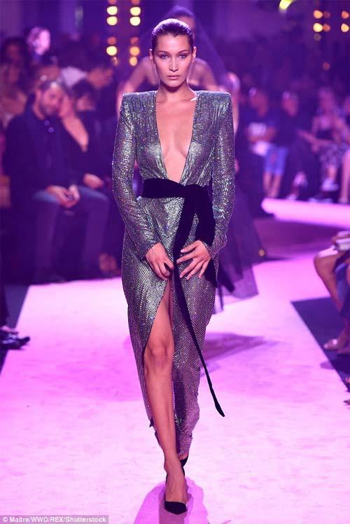 Hot girl Hollywood mặc như không trên sàn diễn - 5