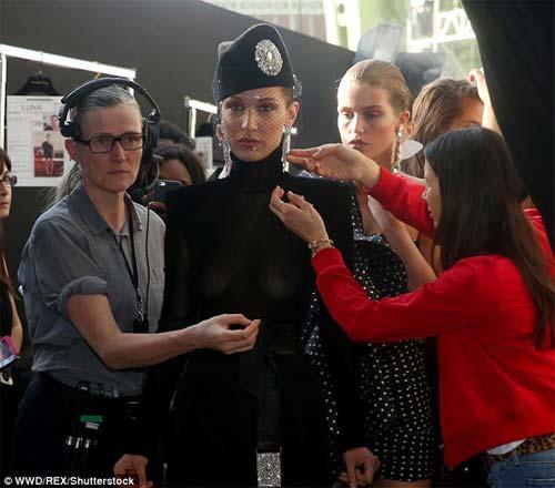 Hot girl Hollywood mặc như không trên sàn diễn - 8