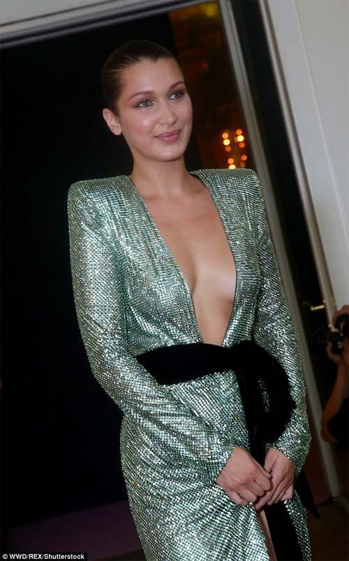 Hot girl Hollywood mặc như không trên sàn diễn - 10