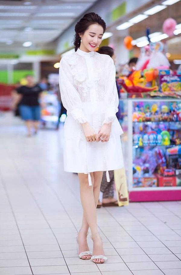 Bạn gái Trường Giang hiếm khi diện đồ bạo thế này đi siêu thị - 2