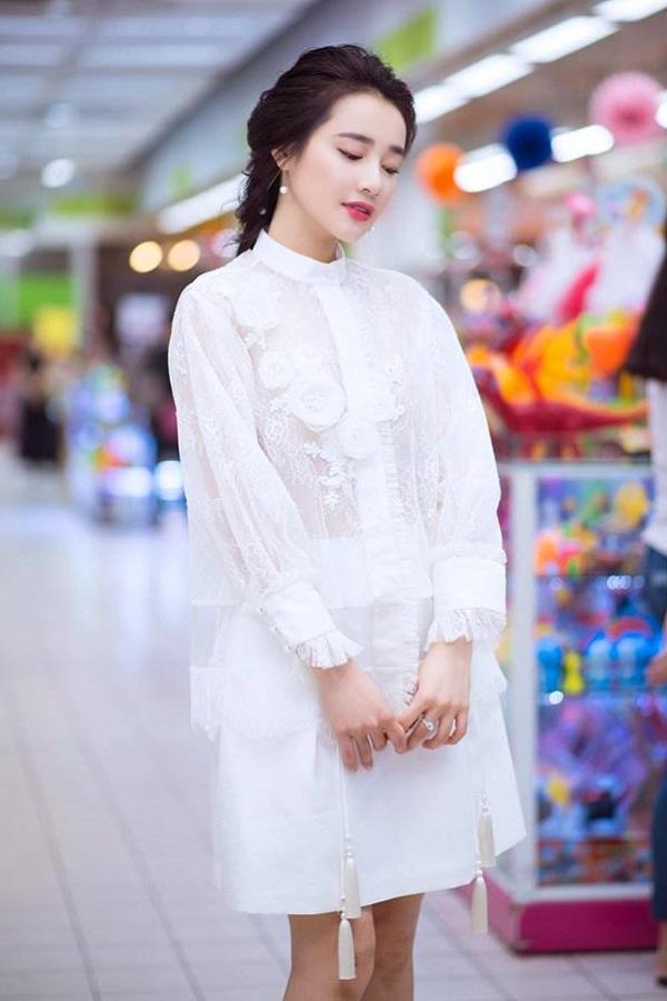 Bạn gái Trường Giang hiếm khi diện đồ bạo thế này đi siêu thị - 3