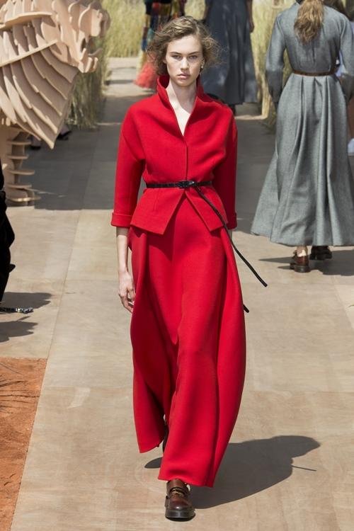 """Váy áo siêu đắt """"chưa xắt ra miếng"""" của Dior Haute Couture 2017 - 10"""