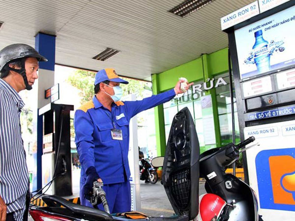 Giá xăng tiếp tục giảm từ 17h chiều nay - 1