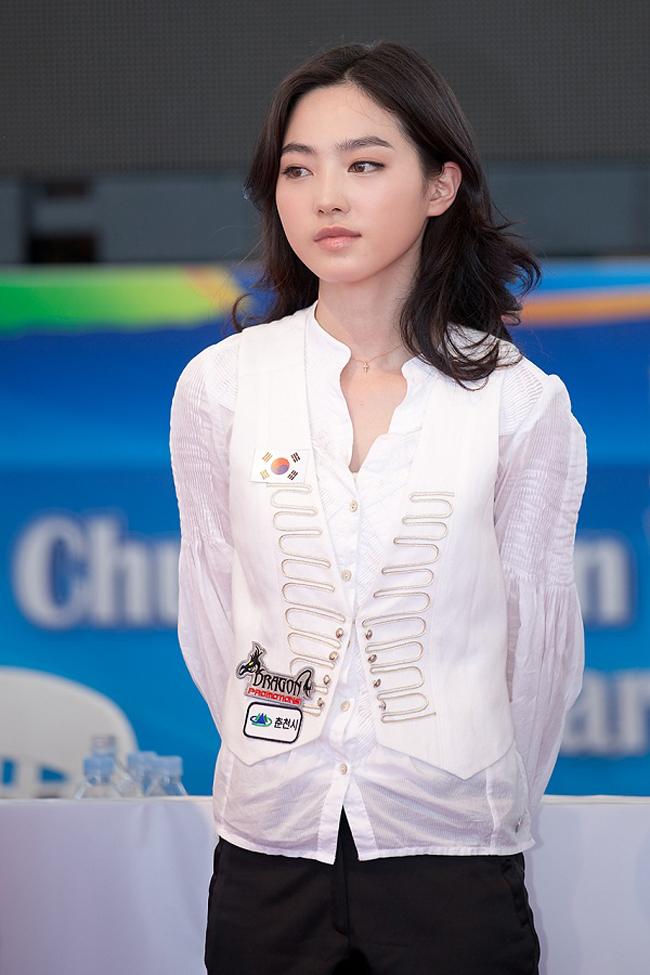 """Cha Yu Ram, cơ thủ 29 tuổi được coi như một """"thánh nữ"""" làng bi-a Hàn Quốc."""