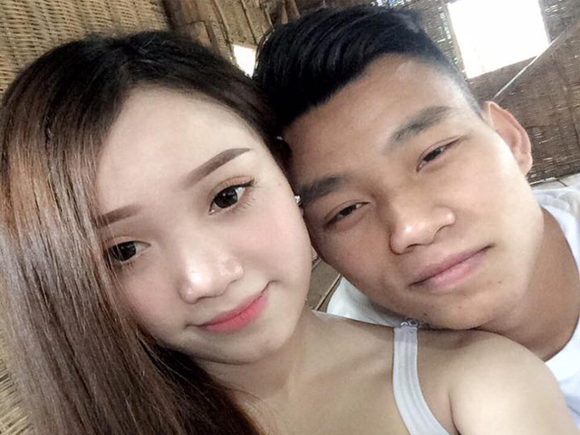 """Văn Thanh vượt Công Phượng: """"Doping"""" từ bạn gái hot girl"""