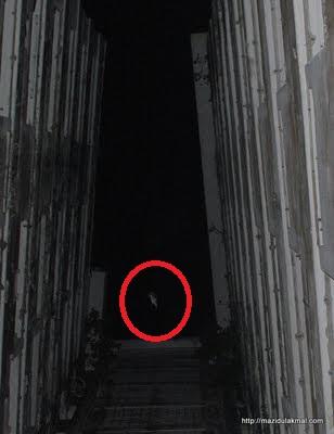 """""""Sợ bắn tim"""" thám hiểm tòa tháp bỏ hoang, nơi ẩn náu của những linh hồn - 16"""