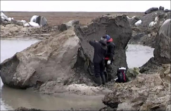 Nga: Hố tử thần 50m xuất hiện sau vụ nổ vang trời rực lửa - 4