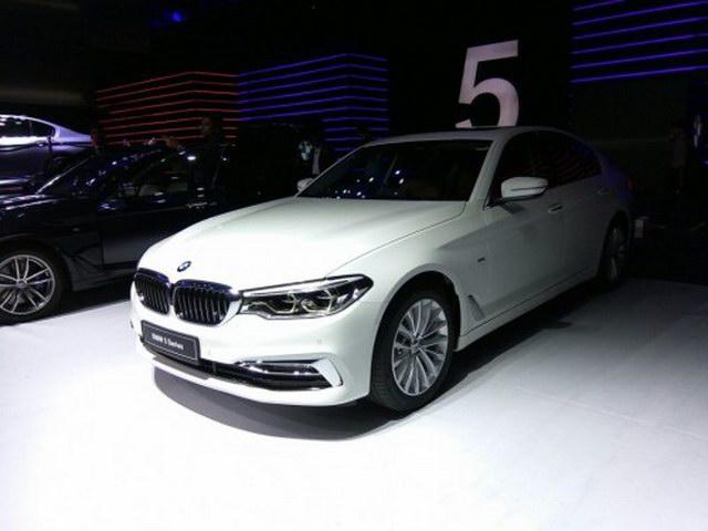 BMW 5-Series 2017 nâng giá khởi điểm lên 1,74 tỷ đồng - 1