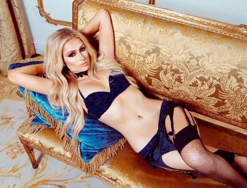 """U40 Paris Hilton cực """"sung"""" tự làm mẫu cho BST nội y mới - 3"""