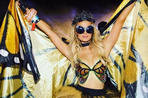"""U40 Paris Hilton cực """"sung"""" tự làm mẫu cho BST nội y mới - 5"""