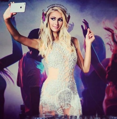 """U40 Paris Hilton cực """"sung"""" tự làm mẫu cho BST nội y mới - 6"""