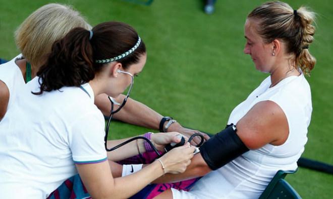 Tin nóng Wimbledon ngày 4: Ném tiền vào trọng tài, sắp ăn trái đắng - 8