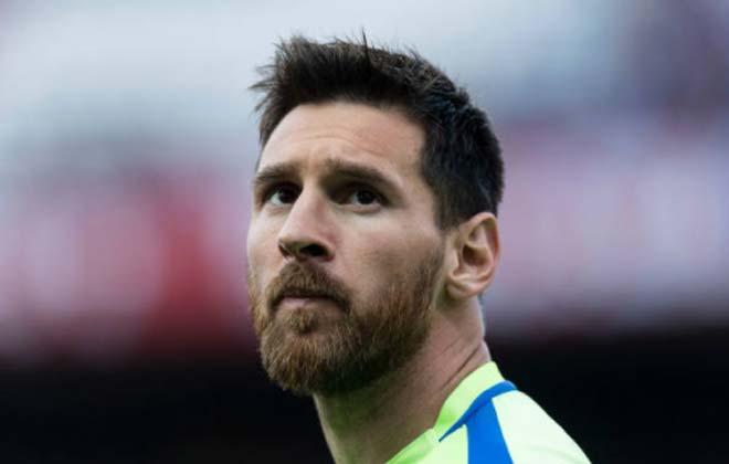 """Messi gia hạn Barca: Anh hùng lại còng lưng vì """"mỹ nhân"""" - 1"""