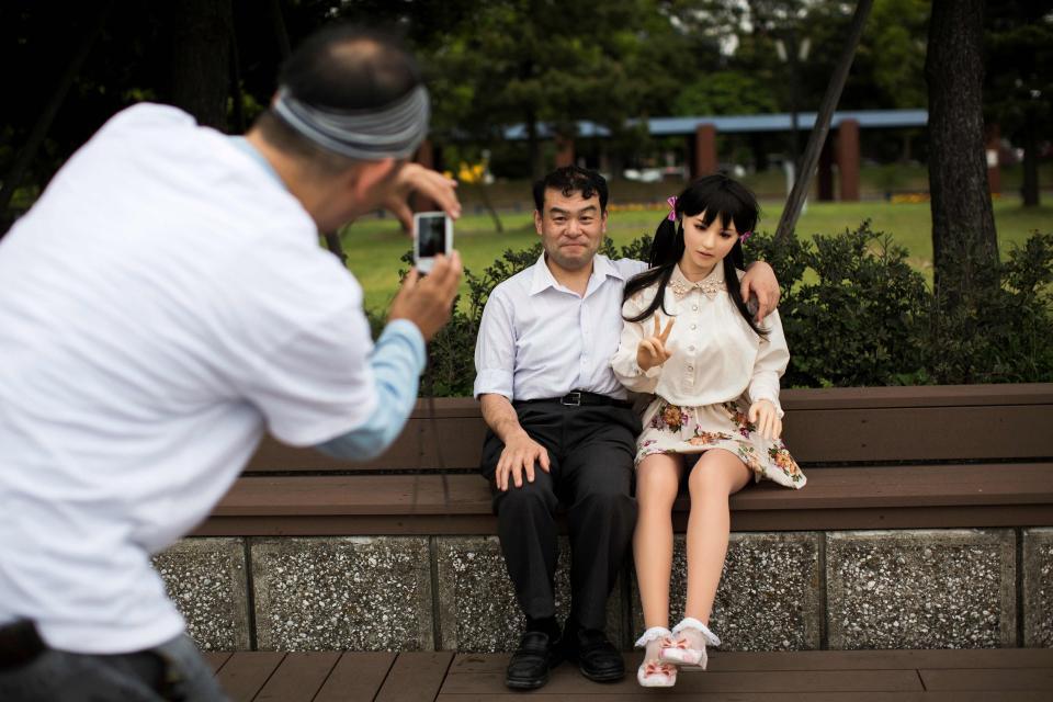Bác sĩ Nhật kể chuyện sống cùng vợ và búp bê tình dục - 4