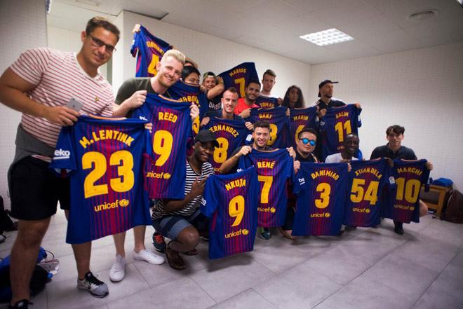 """Trải nghiệm giấc mơ sân cỏ ngay tại """"thủ phủ"""" Barcelona - 2"""