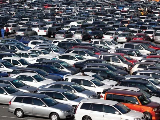 Kinh tế khó khăn, dân Mỹ càng chuộng mua xe cũ - 1