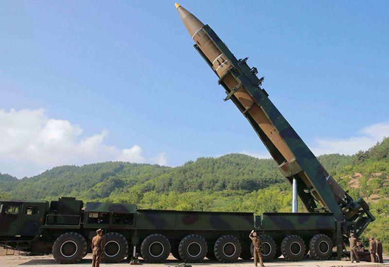 """Khoảnh khắc Kim Jong-un gửi """"quà quốc khánh"""" răn đe Mỹ - 2"""