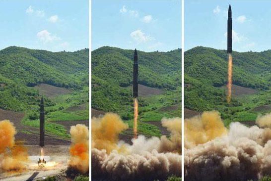 """Khoảnh khắc Kim Jong-un gửi """"quà quốc khánh"""" răn đe Mỹ - 3"""