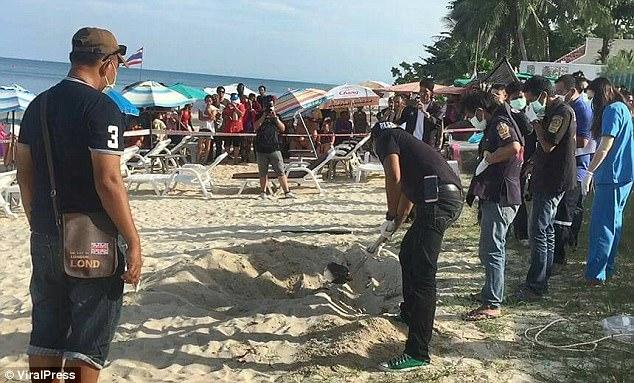 Thái Lan: Bới cát bãi biển lộ ra xác người - 2