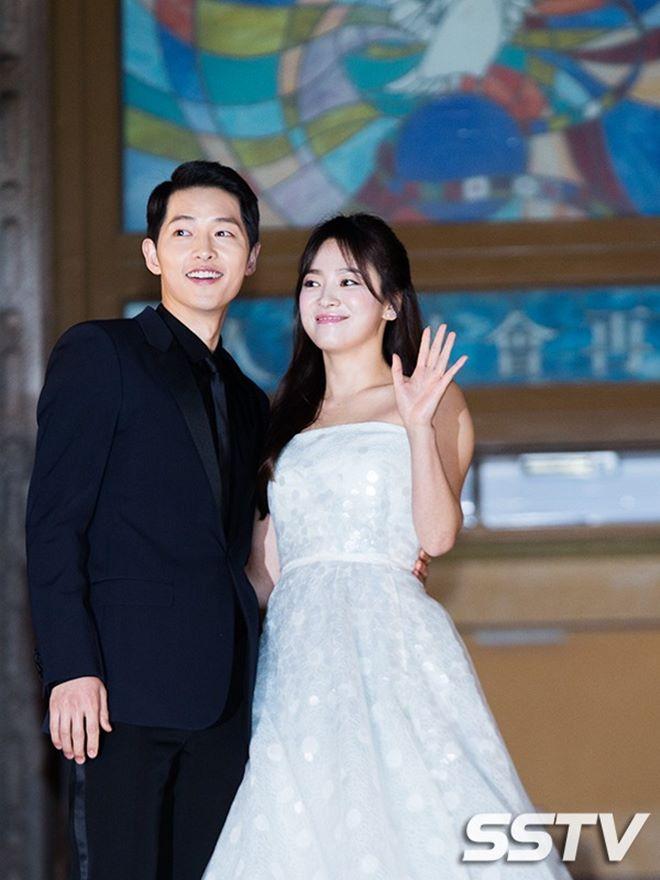 Mê mệt phong cách cặp tình chị duyên em Song Hye Kyo - Song Joong Ki - 8