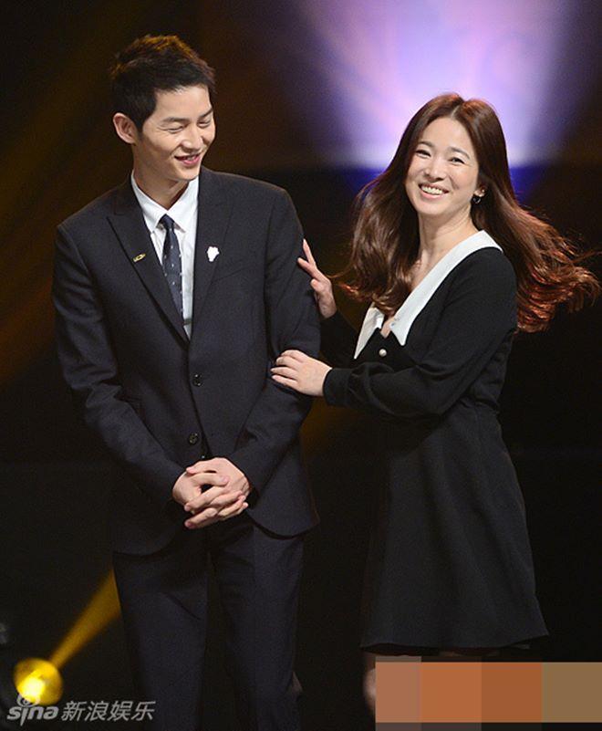 Mê mệt phong cách cặp tình chị duyên em Song Hye Kyo - Song Joong Ki - 11