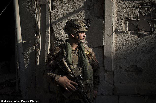 300 khủng bố IS chia nhau giữ 500m2 đất ở thành trì Mosul - 2