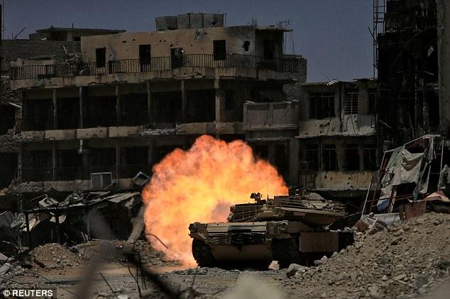 300 khủng bố IS chia nhau giữ 500m2 đất ở thành trì Mosul - 1