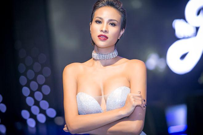Thót tim vì váy áo táo bạo của cựu mẫu Phương Mai - 1