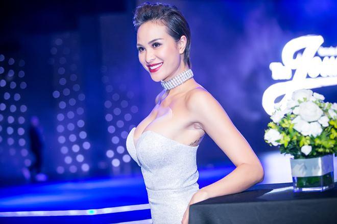 Thót tim vì váy áo táo bạo của cựu mẫu Phương Mai - 2