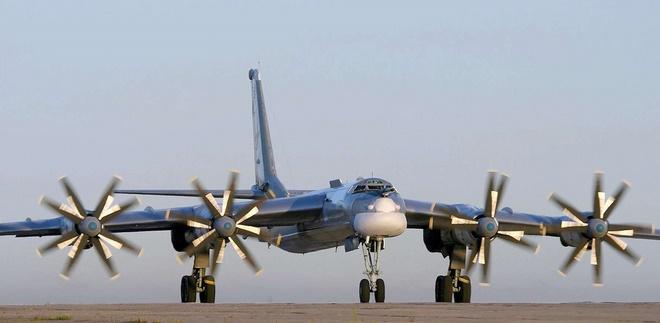 Máy bay ném bom đáng sợ nhất Nga gắn được tên lửa cực mạnh - 4