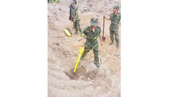 Khảo sát khu vực nghi hố chôn tập thể ở Tân Sơn Nhất - 1