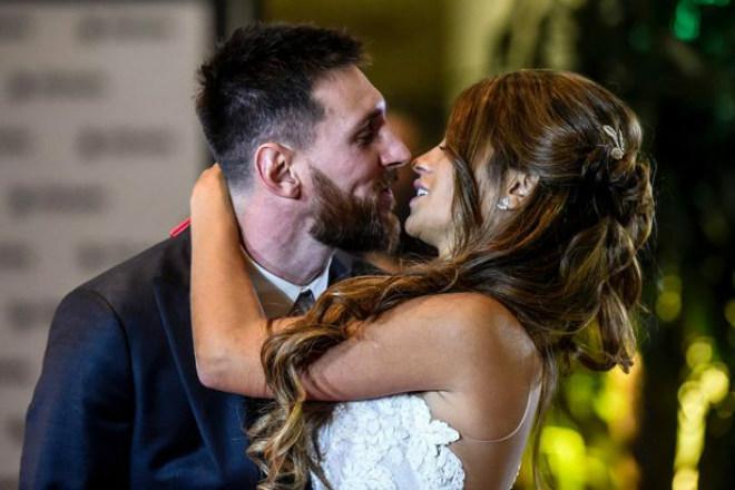 Lạ đời: Messi làm từ thiện bằng đồ ăn thừa ở đám cưới - 1