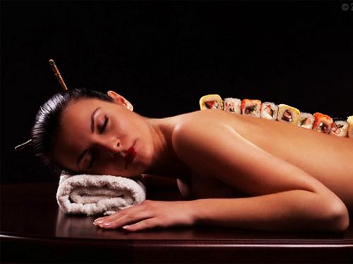 Sự thật trần trụi của nghề mẫu nude tiệc sushi - 3