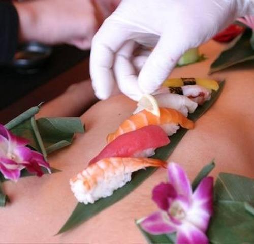 Sự thật trần trụi của nghề mẫu nude tiệc sushi - 4