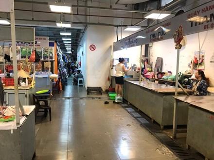 Cảnh đìu hiu ở 'chợ kết hợp trung tâm thương mại' - 2