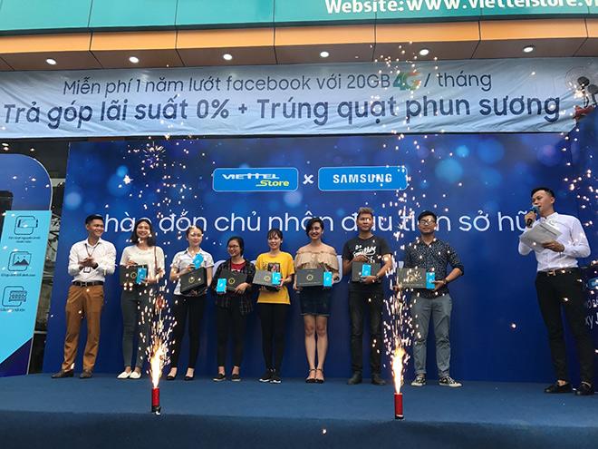 Viettel Store cháy hàng trong ngày đầu mở bán Galaxy J7 Pro - 1