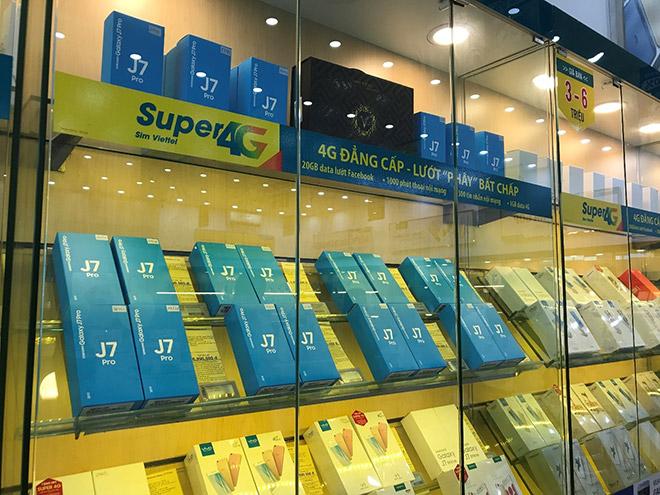 Viettel Store cháy hàng trong ngày đầu mở bán Galaxy J7 Pro - 6