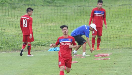U23 Việt Nam: Công Phượng xung phong thi rê bóng với Tuấn Anh - 1