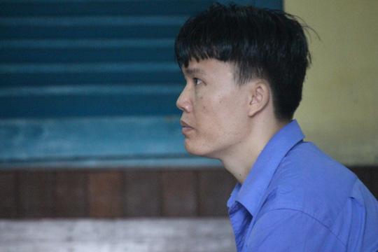 Nam thanh niên đâm chết tình địch bị tấn công tại tòa - 1