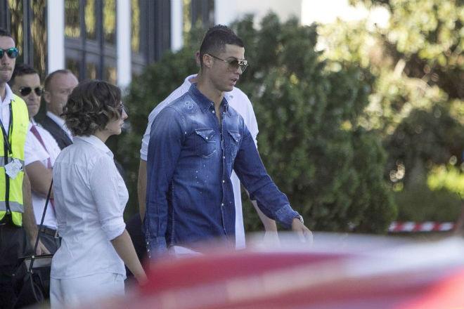 Ronaldo giở thói vũ phu, đấm bạn gái mang bầu tím mắt? - 1