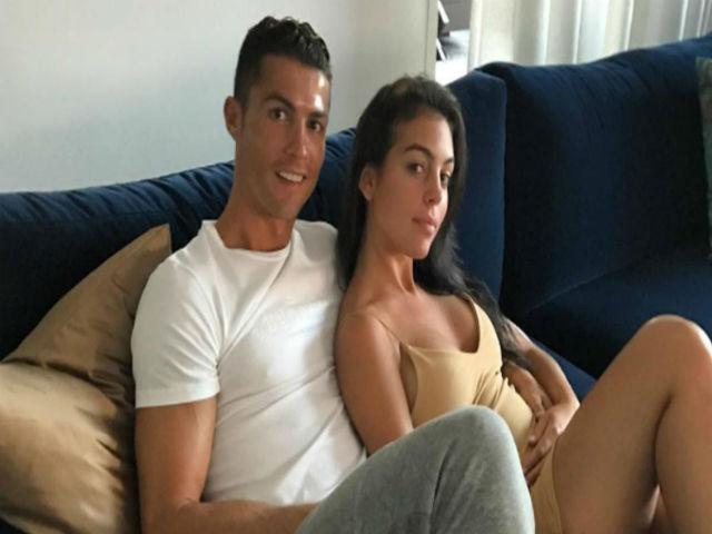 Ronaldo giở thói vũ phu, đấm bạn gái mang bầu tím mắt?