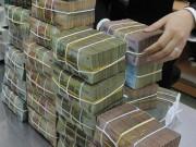 Tài chính - Bất động sản - Mỗi năm, nền kinh tế trả 200.000 tỉ đồng lãi ngân hàng