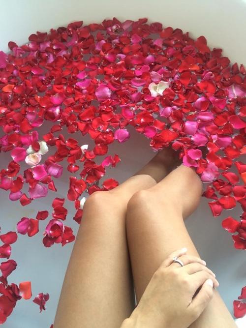 Mỹ nhân Việt khoe ảnh nude trong bồn tắm: Sự thật ngã ngửa - 9