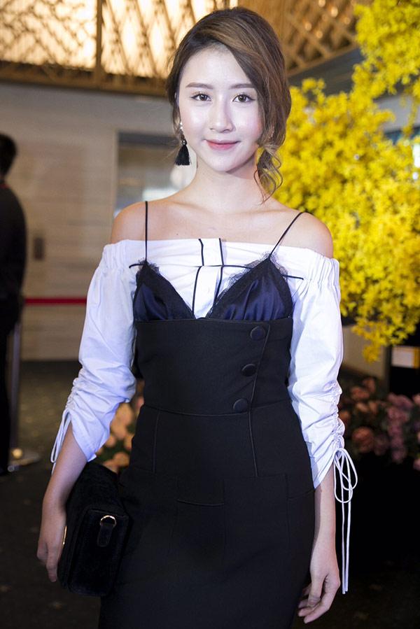Nếu nói về style áo dây trễ nải, Quỳnh Anh Shyn hẳn là số 1 - 16