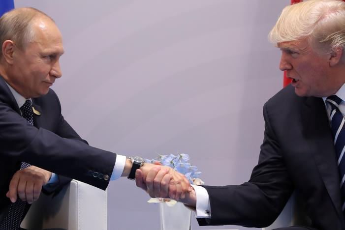 Vì sao Trump bắt tay Putin theo cách đặc biệt này? - 3