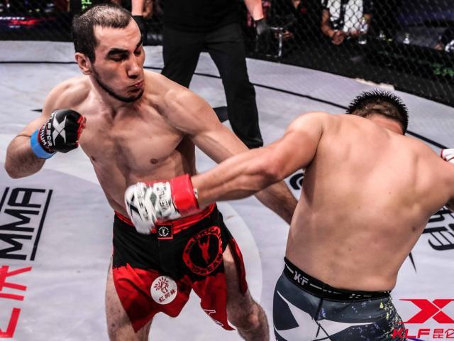 """MMA: """"Mãnh hổ"""" châu Âu khóa cổ hạ gục """"con báo"""" Trung Quốc"""
