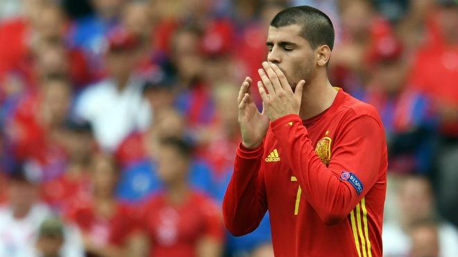 Morata: Con rối đáng thương trong cuộc chiến MU - Real - 3